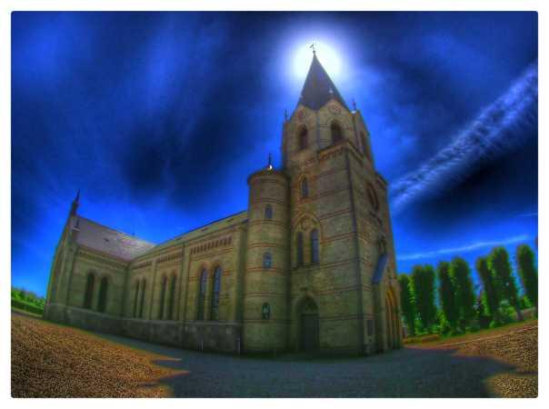 Kirke i sollys